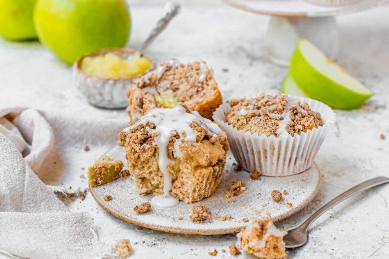 Vegan elmalı streusel muffin