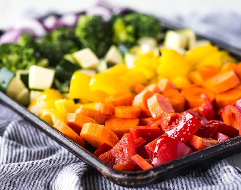fırında gökkuşağı sebzeleri