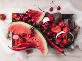 kırmızı meyve ve sebzeler