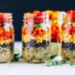 kavanozda vegan kinoa salatası