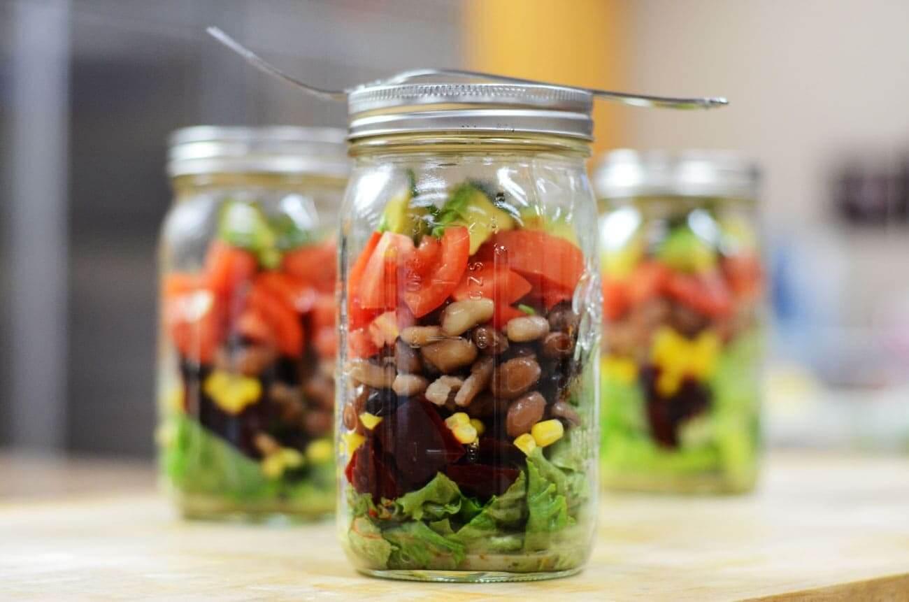 kavanozda vegan burrito salatası
